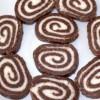 Двобоен ролат од кокос и чоколадо