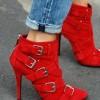 Топ тренд: Фармерки + црвени чевли