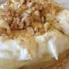 Печено сирење со мед и ореви