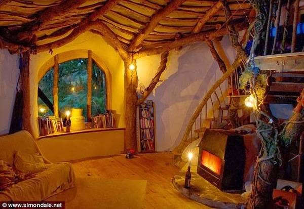 Man_Builds_Fairy_Tale_Home_for_His_Family_Total_Cost_3_000_Hobbit_Home_