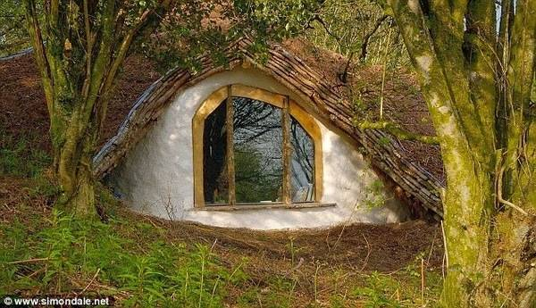 Man_Builds_Fairy_Tale_Home_for_His_Family_Total_Cost_3_000_Hobbit_Home_Outside