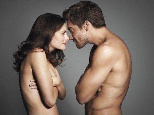 jake-gyllenhaal-anne-hathaway-nude-500x375