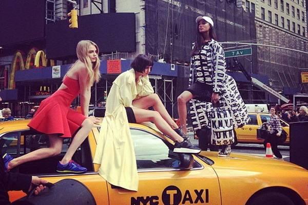 luksuz-moda-trend-kolekcija-dkny-cara-delevingne (2)