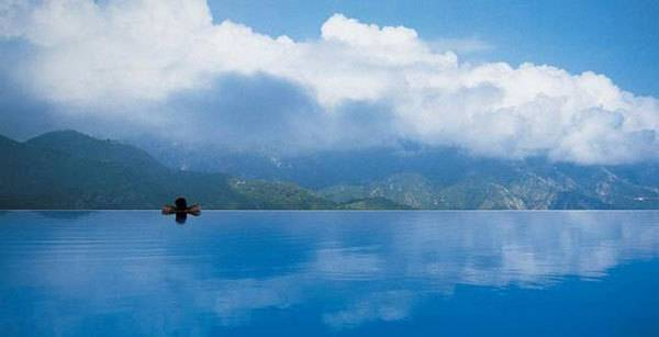 images_statii_zabava_najspektakularnite-bazeni_bazenite-od-koi-nema-da-izlezete-12