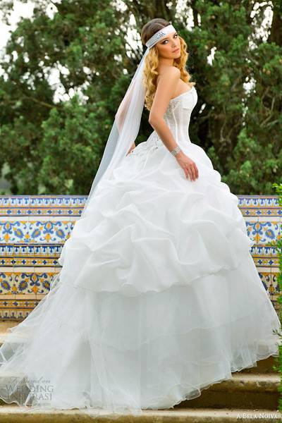 a-bela-noiva-bridal-2014-strapless-ball-gown-pick-up-skirt
