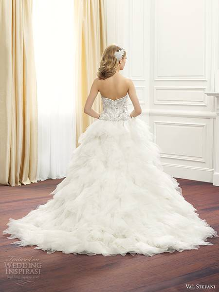 val-stefani-fall-2014-strapless-ball-gown-wedding-dress-d8074-back-view-train