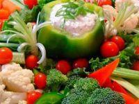 Како зеленчукот да ја задржи својата боја при процесот на готвење?