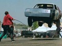 И автомобилите скокаат на јаже:)))
