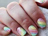 Шарени нокти за неколку секунди