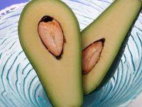 Авокадото – витаминска бомба што ја регенерира оштетената коса