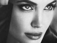 """Џоли на насловна за турскиот """"Vogue"""""""