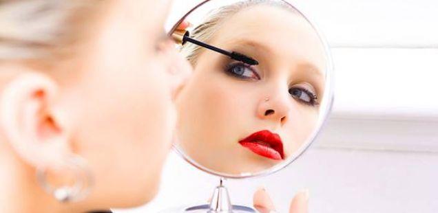 Трикови со кои вашата шминка ќе трае 24 часа