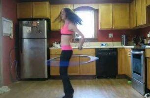 Три минути вежбање во кујна кое ќе ве остави без текст!