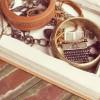 Како да направите кутија за накит од стара книга?