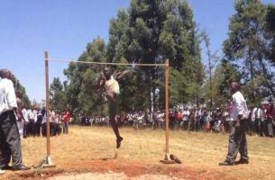 Неверојатно: Погледнете како средношколците во Кенија скокаат во вис!