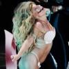 Лејди Гага ги поздрави фановите со разголени гради