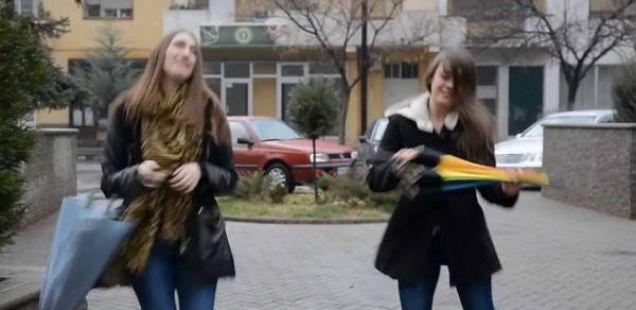 """Погледнете како македонците играат на песната """"Happy"""" од Врфел Вилијамс (Видео)"""