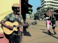Слушнете го Кујате! Најдобриот кантавтор од Гвинеа… Прекрасно! (Видео)