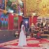 Ким Крдашијан во бел фустан во храмот – вовед во венчавката