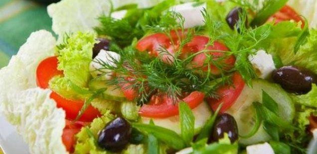 Јадете свежа сезонска салата!