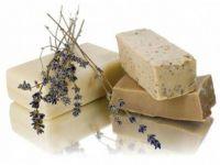 Направете сами сапун со билки кој ја смирува кожата