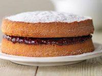 Едноставна торта со џем