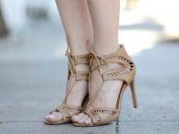 Беж сандали кои ќе одговараат со се што имате во плакарот