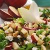 Зелена салата со бадеми и јаболка