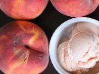 Сладолед од праски, мед и јогурт