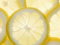 Храна која ќе ви помогне да се ослободите од летните пеги