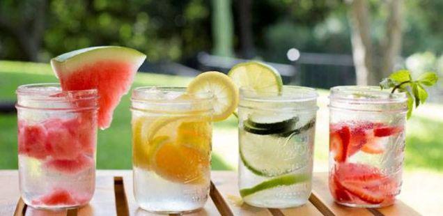 Вода со вкус – 4 комбинации за детоксикација и забрзување на метаболизмот