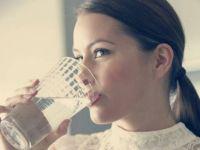 3 начини како да ослабете со помош на топла вода