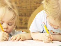 Четири забавни начини да го научите детето да си го напише своето име