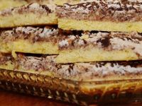 ДЕСЕРТ ГОТОВ ЗА 5 МИНУТИ: Колач со банани и кекс кој не се пече