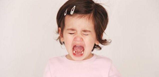 Како да го смирите хистеричното плачење на Вашето најмило