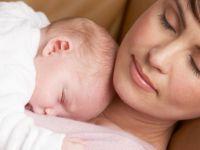 Бебето треба да спие со мама до 3 годишна возраст
