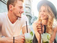 4 збунувачки знаци со кои покажува дека му се допаѓате