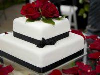 Изберете ја вистинската свадбена торта