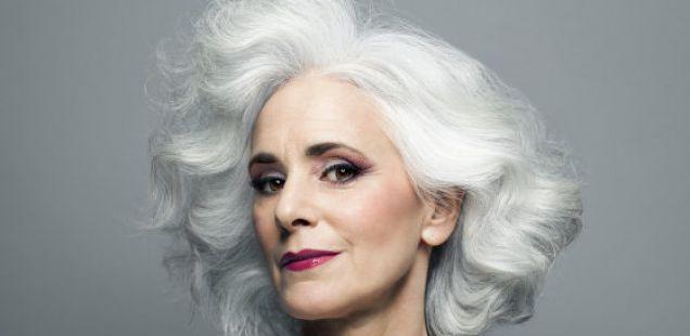 Користете ги овие ПЕТ трикови за да го спречите обелувањето на косата
