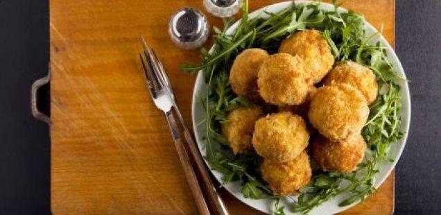 ЗДРАВA ОПЦИЈА НА БРЗА ХРАНА : бомбици со сирење и маслинки