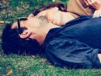 Како се држите за раце ги открива тајните на вашата љубовна врска