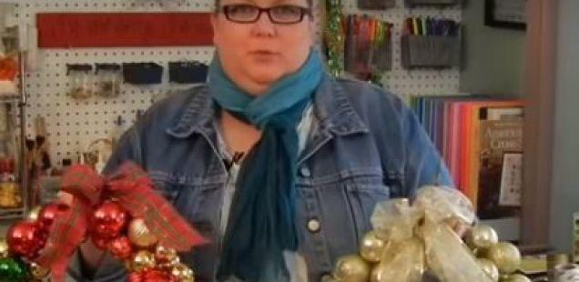 Нанижете ги новогодишните лампиони на жица и создадете убава декорација што секој би ја посакал