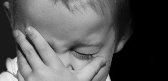 Момчињата не смеат да плачат: Оваа фраза ги тера вашите деца на насилство и самоубиство