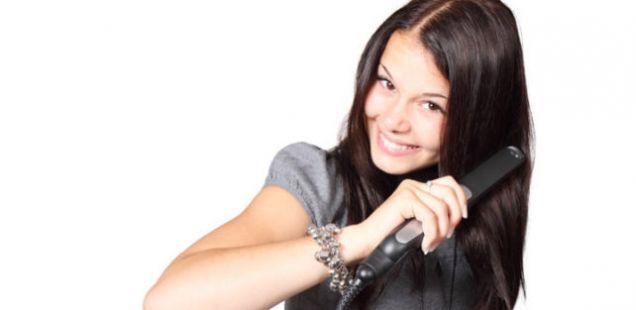 Често користите пегла за коса? Препознајте кога треба да престанете