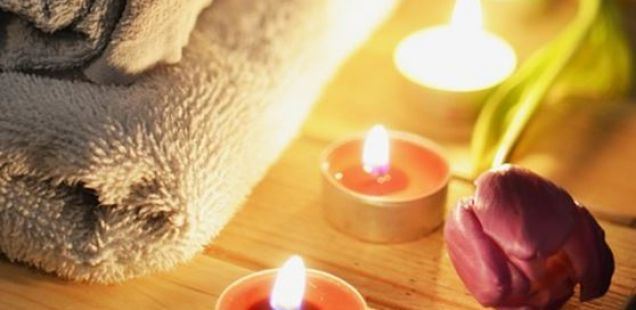 Како лесно да се отстрани восокот од свеќите од облеката?