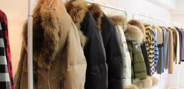ЕДНОСТАВЕН ТРИК: Вратете и ја свежината на зимската облека користејќи САМО ЕДНА СОСТОЈКА која сигурно ја имате во вашиот дом