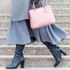 Едноставен трик кој ќе ги направи вашите кожни обувки удобни: еве како чевлите и чизмите да не ви бидат тесни