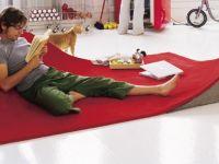 """""""Летечки килим"""" во средината на собата"""