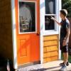 Има само 13 години, а сам ја изградил оваа куќичка: Кога ќе видите како изгледа внатре, ќе се воодушевите!