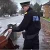 Еден полицаец забележал незаконски фрленo пијано на улица и веднаш ја превземал работата во свои раце